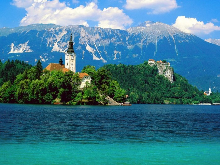 Lake-Bled-Slovenia Adventure Travel Destinations to Enjoy an Unforgettable Holiday
