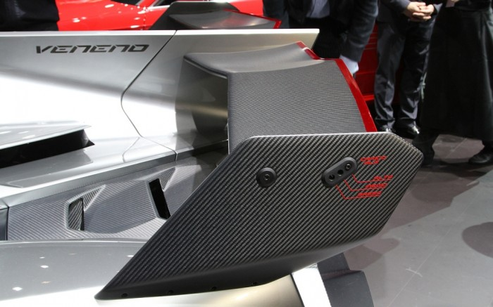 Lamborghini-Veneno-wing Lamborghini Veneno Allows You to Enjoy Driving At a High Speed