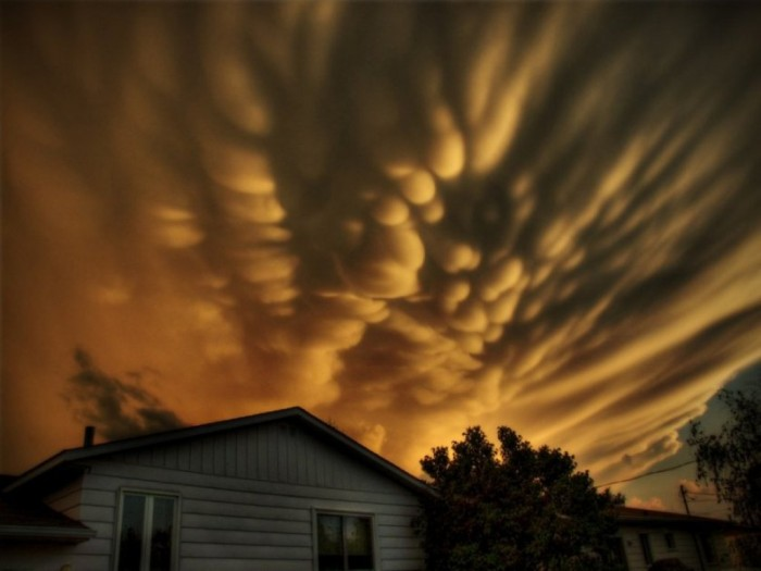 Mammatus-over-Quebec-Stunning-Rare-Cloud-Formation-Photographs-on-CrispMe Have You Ever Seen These Stunning Clouds with Mammae?