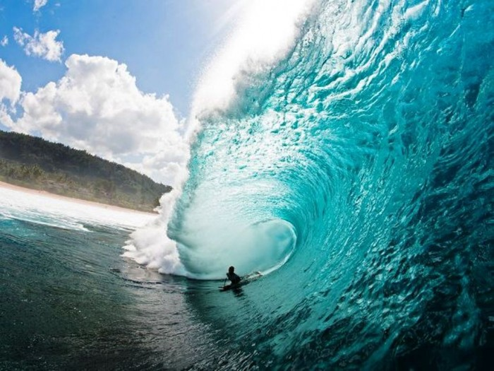 Oahu-Hawaii-Surfing 70 Stunning & Thrilling Photos for the Biggest Waves Ever Surfed