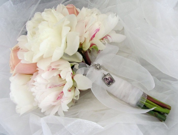 Peony-Bridal-Bouquet-Charm-1024x777 47+ Creative Wedding Ideas to Look Gorgeous & Catchy on Your Wedding