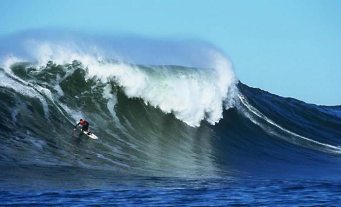 Peter_Mel_at_Mavericks 70 Stunning & Thrilling Photos for the Biggest Waves Ever Surfed