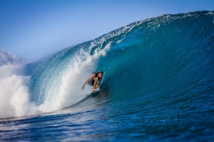Pipeline-Hawaii-Backpackers-Oahu-North-Shore-Surfing- 70 Stunning & Thrilling Photos for the Biggest Waves Ever Surfed