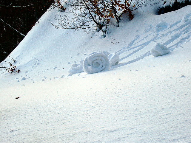 Snow-roller2 Stunning Snow Rollers that Are Naturally & Rarely Formed