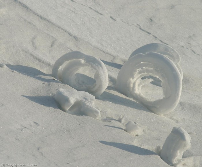 SnowRoller2_Sorum Stunning Snow Rollers that Are Naturally & Rarely Formed
