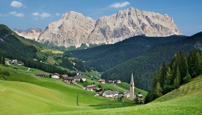 WDMI-dolomites-walking-13 Adventure Travel Destinations to Enjoy an Unforgettable Holiday