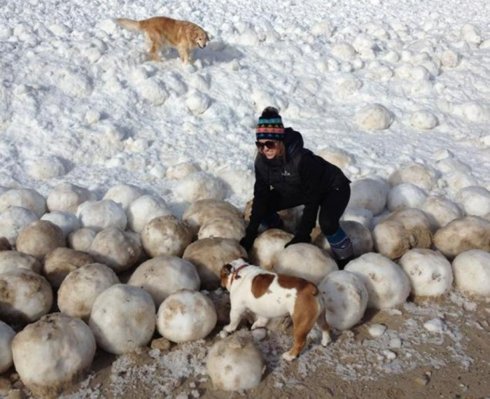article-boulder-0227 Massive Ice Boulders Found in a Huge Number on Lake Michigan Shore