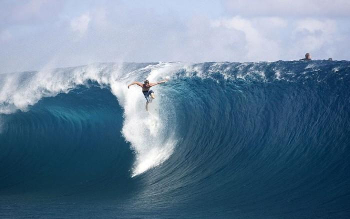 biggest-wave-in-the-worldbiggest-wave-ever-surfed-vimeo-jobspapa-uvq97bx2 70 Stunning & Thrilling Photos for the Biggest Waves Ever Surfed