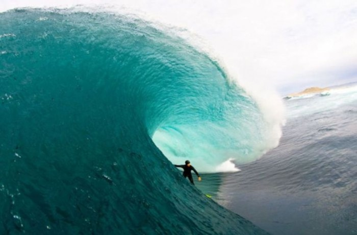 blue-surfing-waves-blue-31816026-700-461 70 Stunning & Thrilling Photos for the Biggest Waves Ever Surfed