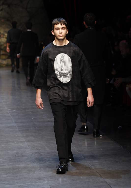 dolce-and-gabbana-fw-2014-men-fashion-show-runway-32 75+ Most Fashionable Men's Winter Fashion Trends for 2019
