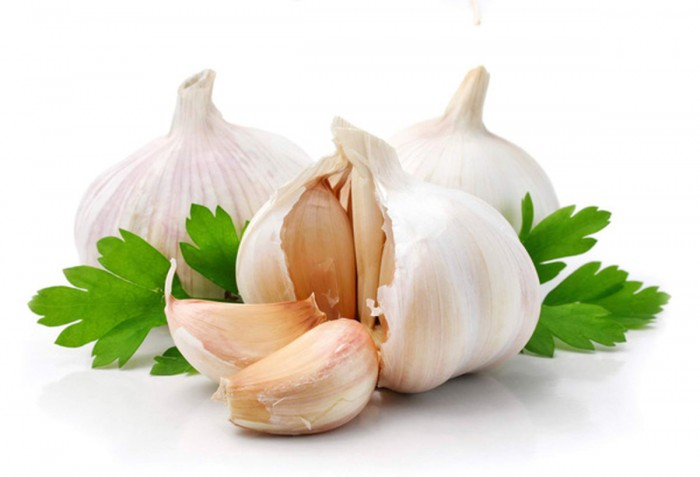 garlic2 9 easy and simple home remedies for curing hair dandruff