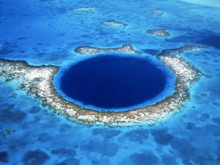 great-blue-hole Weird Blue Holes That Are Magnets for Divers Around the World