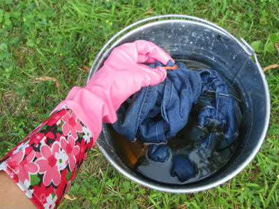 jeans5 Learn How To Keep Your Jeans From Bleeding While Washing