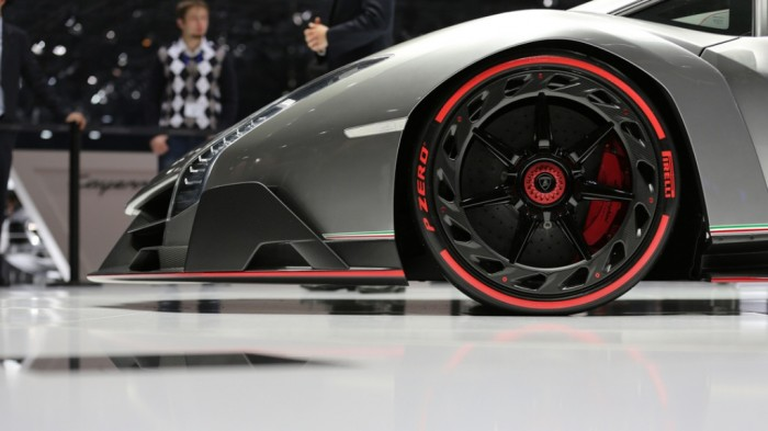 ku-bigpic Lamborghini Veneno Allows You to Enjoy Driving At a High Speed