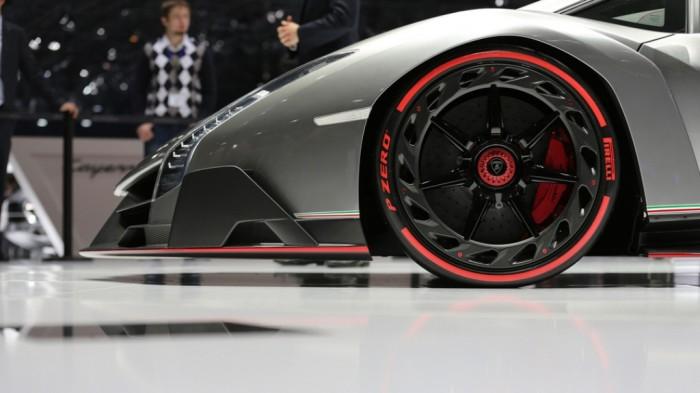 ku-bigpic Lamborghini Veneno Allows You to Enjoy Driving At a High Speed