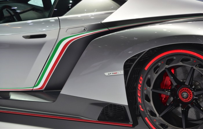 lamborghini-veneno-03 Lamborghini Veneno Allows You to Enjoy Driving At a High Speed