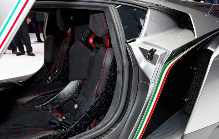 lamborghini_veneno_74 Lamborghini Veneno Allows You to Enjoy Driving At a High Speed