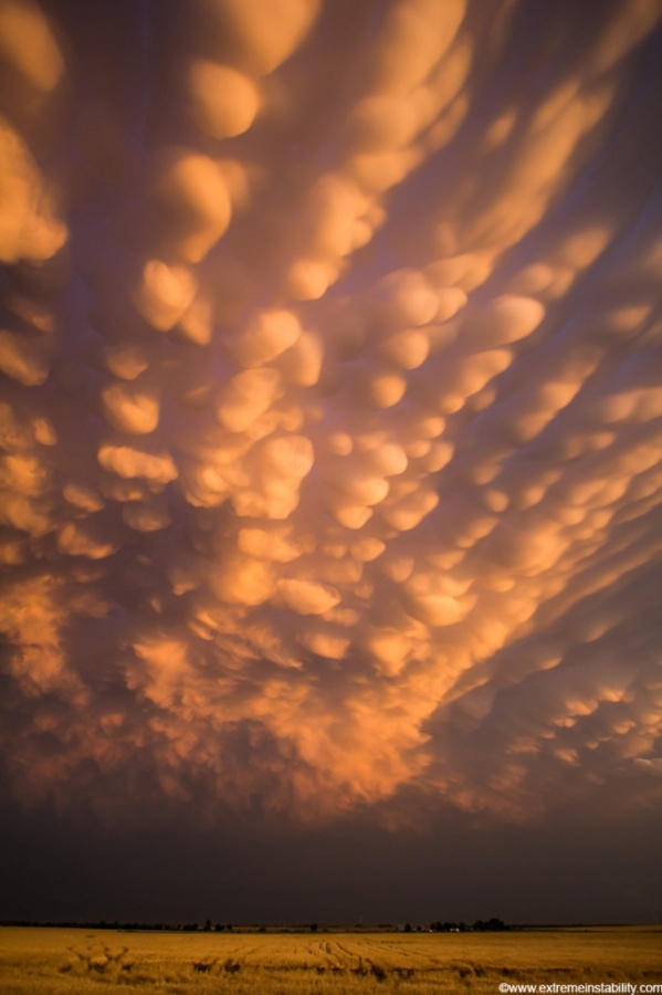 mike-hollingshead-nature-hd-photography26 Have You Ever Seen These Stunning Clouds with Mammae?