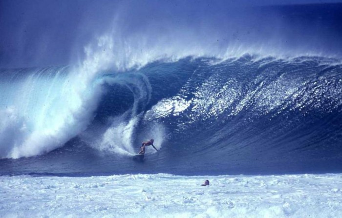 nice-wave-at-hawaiian-pipeline 70 Stunning & Thrilling Photos for the Biggest Waves Ever Surfed
