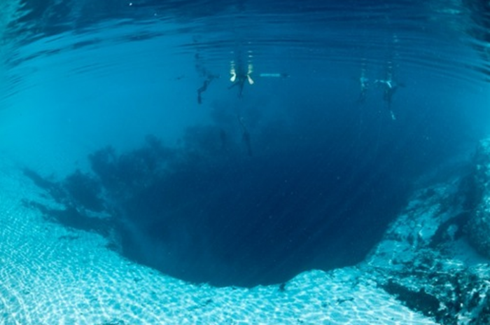 pic_15_bluehole_belize_aquanews_net_1 Weird Blue Holes That Are Magnets for Divers Around the World