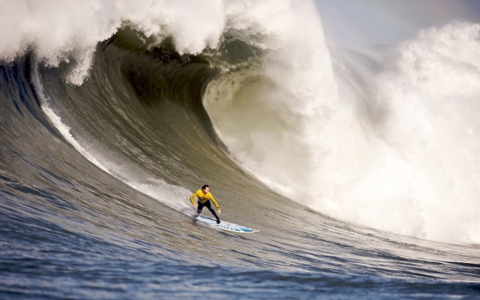 pichost 70 Stunning & Thrilling Photos for the Biggest Waves Ever Surfed