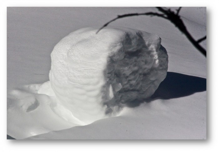 snow-roller-1shadowed Stunning Snow Rollers that Are Naturally & Rarely Formed