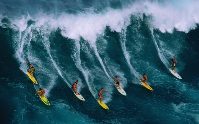 surfing_guys_boards_wave_hawaii_command_2860_1920x1200 70 Stunning & Thrilling Photos for the Biggest Waves Ever Surfed