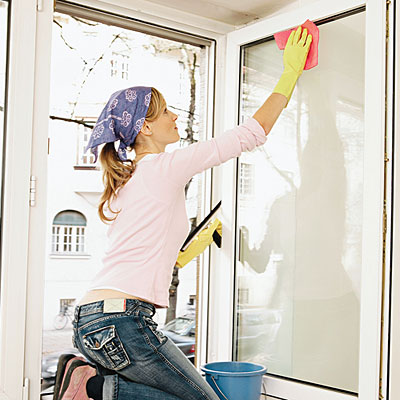 window-cleaning-l 6 Tips For Cleaning Glass Without Leaving Any Streaks