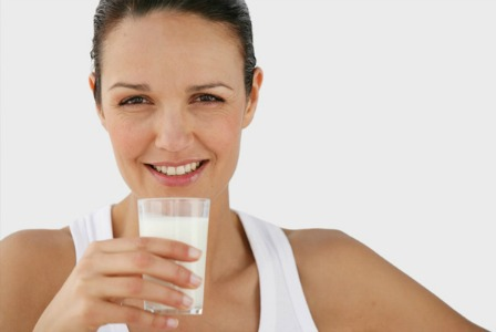 woman-drinking-glass-of-milk 6 Health Benefits Of Drinking Milk For Both Kids And Adults