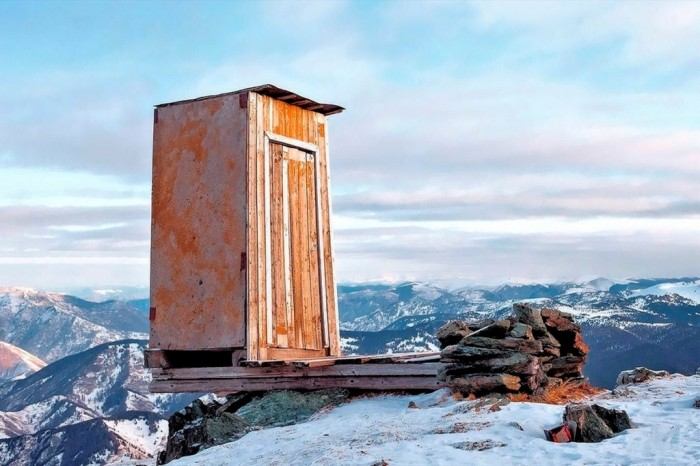 00-little-house-in-kara-tyurek-meterological-station-altai-mountains-russia-21-10-13 The Remotest Bathroom in the World, Do You Know Where Is It?