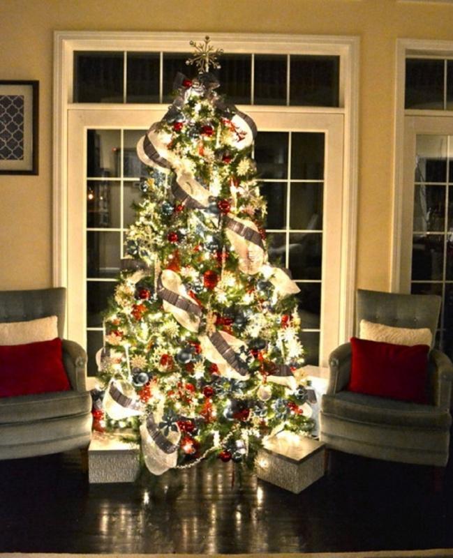00000 79 Amazing Christmas Tree Decorations