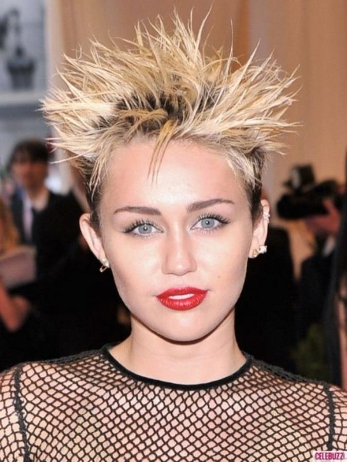 01-Miley-Cyrus-2013-Met-Gala 20 Worst Celebrities Hairstyles