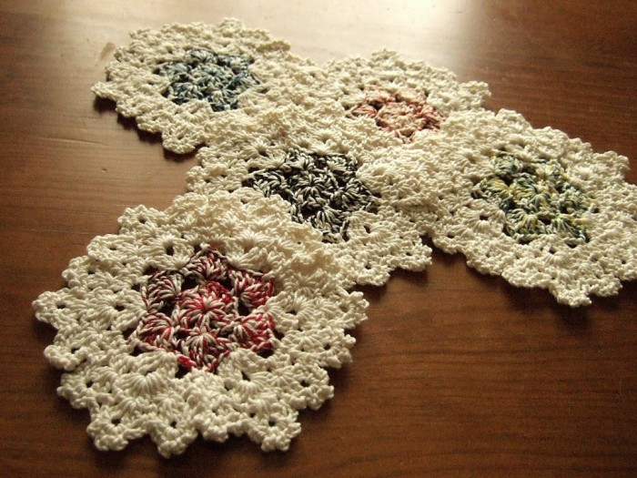 110210DailyCoasters01 Stunning Crochet Patterns To Decorate Your Home & Make Accessories