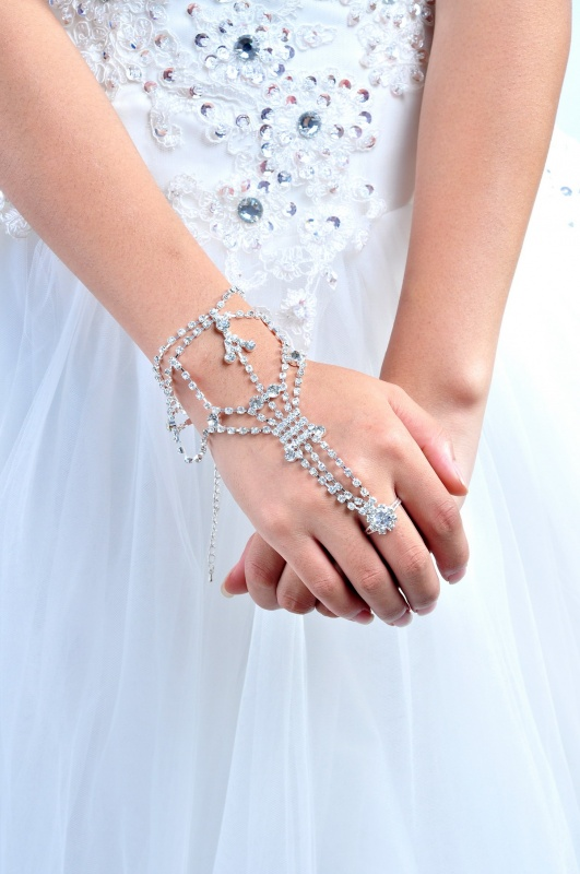 13-10-15-Rhinestone-Bracelet_08 65 Hottest Hand Back Jewelry Pieces for 2020