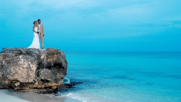 1370282415000-Romantic-cozumel-Playa-Azul-Love-2-1306031401_16_9 Top 10 Romantic Vacation Spots for Couples to Enjoy Unforgettable Time