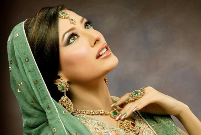 1382174107_557978341_3-Bridal-makeup-Event-Services Differences between Engagement & Wedding Make-up, What Are They?