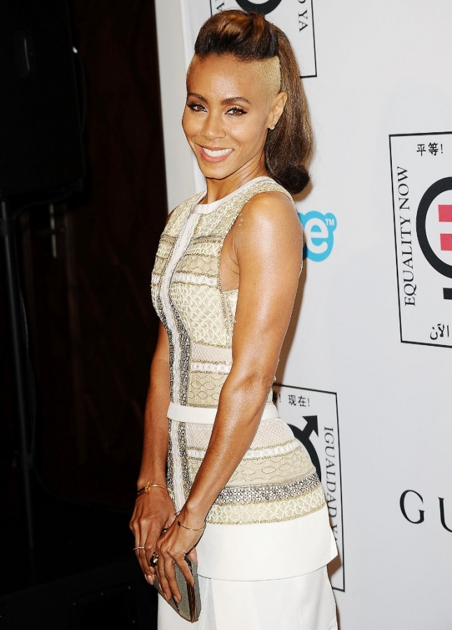 1383668781_jada-pinkett-smith-zoom 20 Worst Celebrities Hairstyles