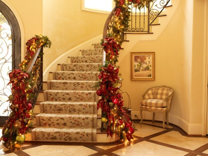 16-Awesome-Christmas-Stairs-Decoration-Ideas-13 65+ Dazzling Christmas Decorating Ideas for Your Home in 2019