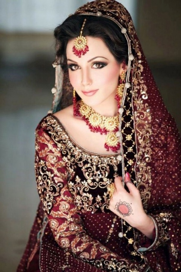 2013-bridal-makeup-for-maroon-lehenga-3 Differences between Engagement & Wedding Make-up, What Are They?