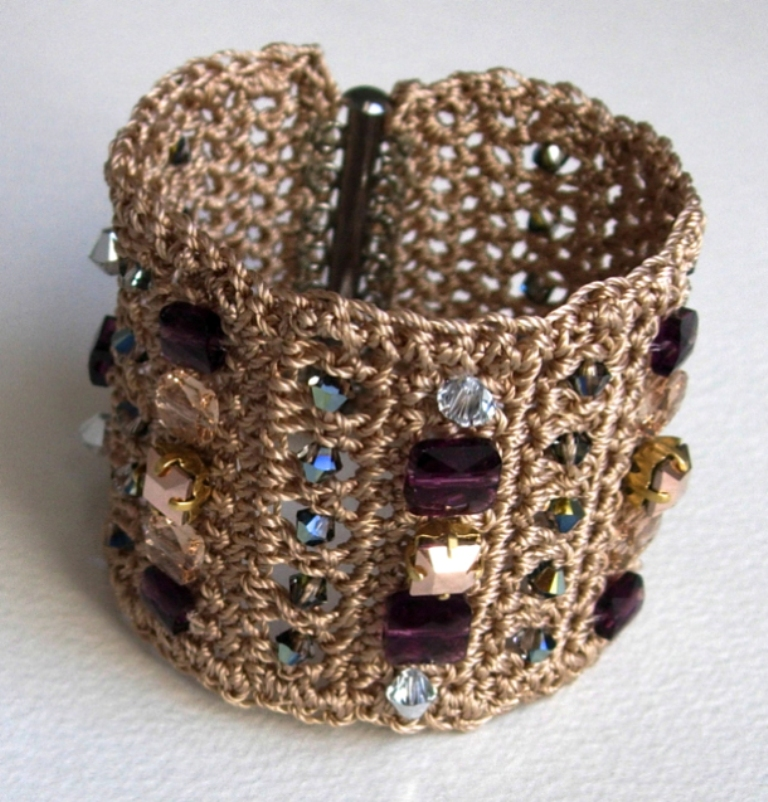 2014-crochet-cuff Stunning Crochet Patterns To Decorate Your Home & Make Accessories
