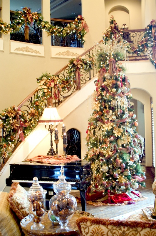 2454577841 79 Amazing Christmas Tree Decorations