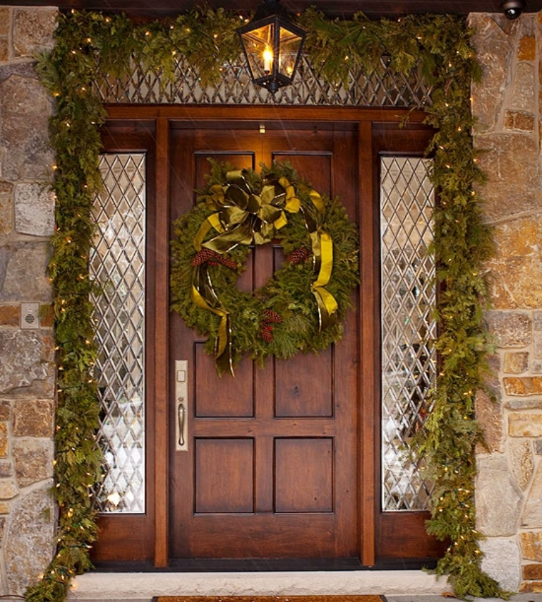 4-Christmas-Porch-decorating-Ideas 65+ Dazzling Christmas Decorating Ideas for Your Home in 2020