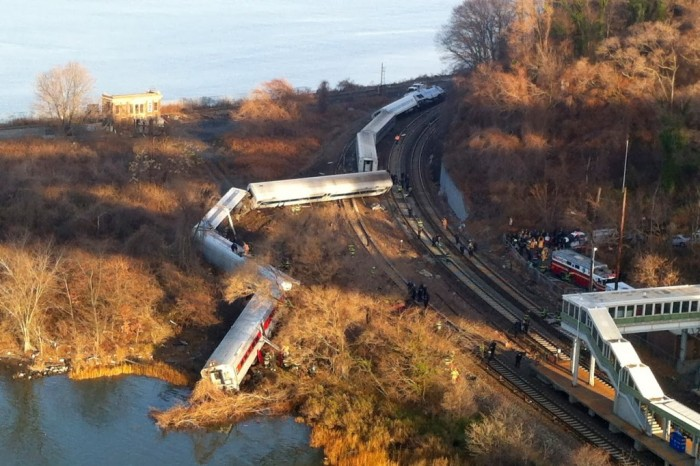 4-Dead-after-New-York-Train-Derails-566 What Are the Most Serious & Catastrophic Train Accidents in 2013?