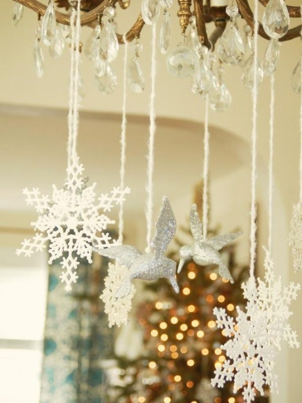 600white-christmas-decor-snowlakes-and-ornaments-from-chandelier 79 Amazing Christmas Tree Decorations