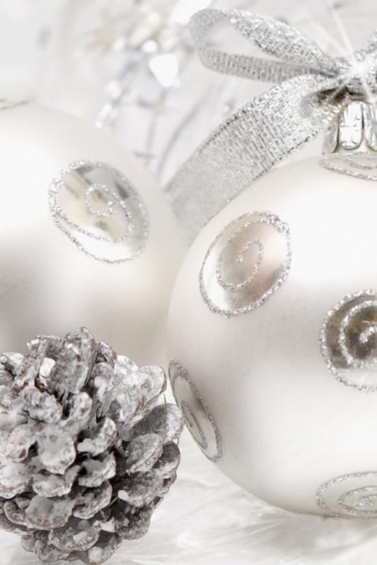 640white-christmas-table-decorating-ideas 79 Amazing Christmas Tree Decorations