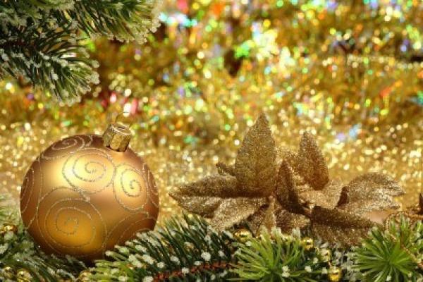 8327508-christmas-glitter-ball-and-fir-branch-as-christmas-decoration 79 Amazing Christmas Tree Decorations