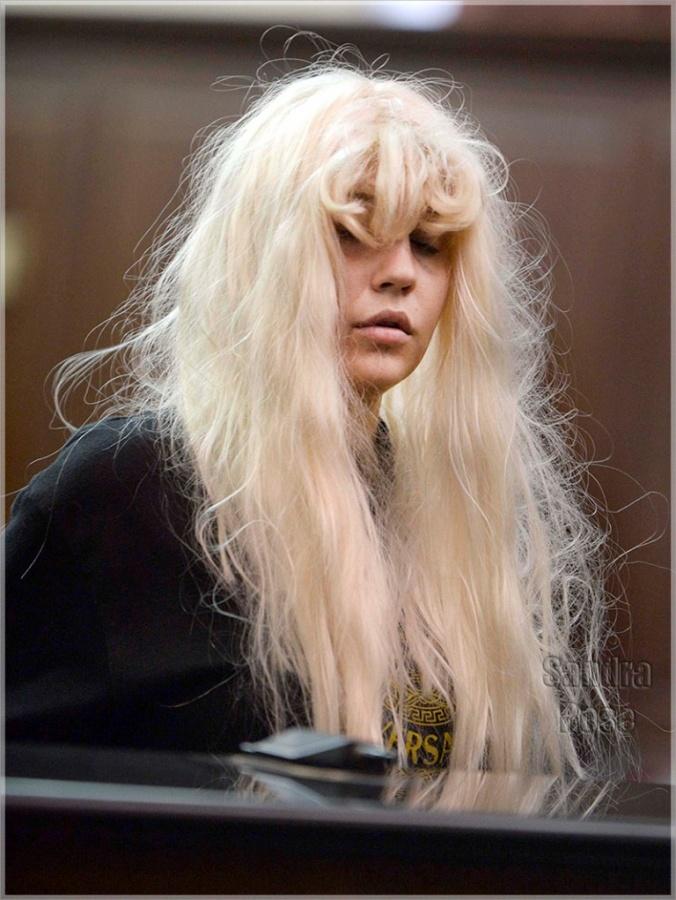 Amanda-Bynes-wig-SPL 20 Worst Celebrities Hairstyles