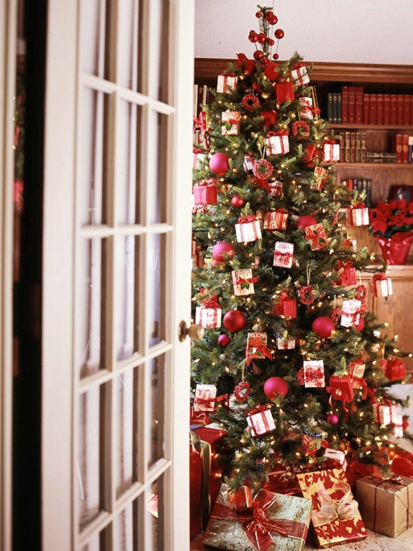 Amazing-Little-Presents-Christmas-Tree 79 Amazing Christmas Tree Decorations