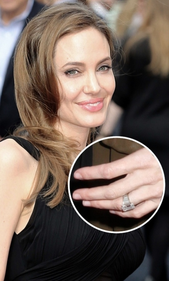 AngelinaJolie 35+ Fascinating & Stunning Celebrities Engagement Rings for 2019