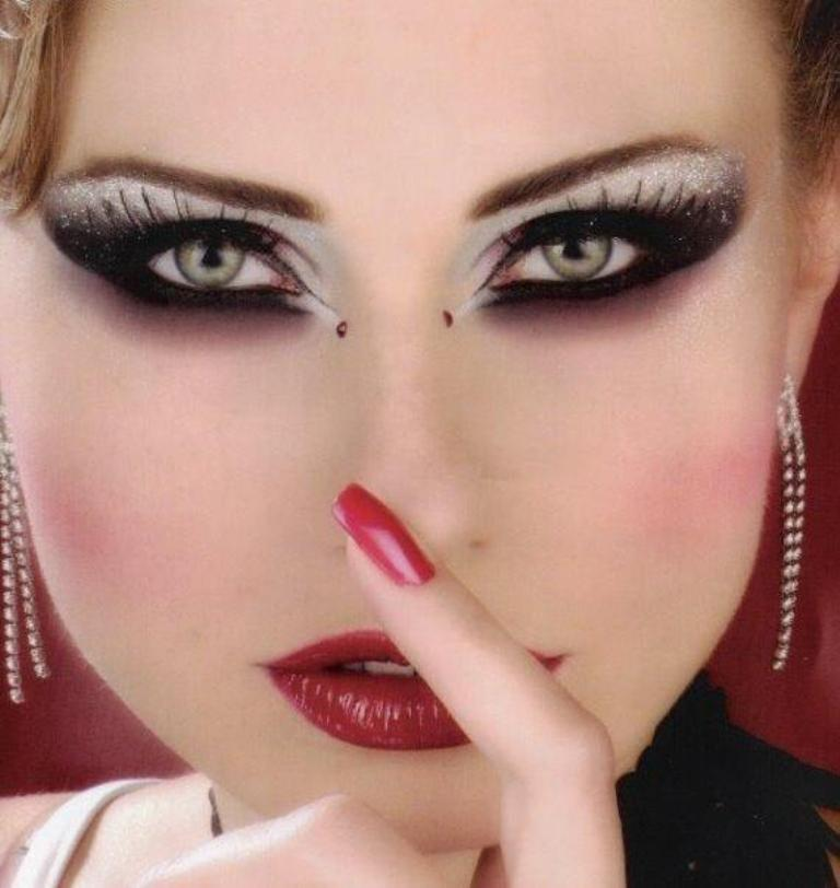 Arabic-makeup-girls-neeshu.com-3 What Are the Latest Beauty Trends for 2017?
